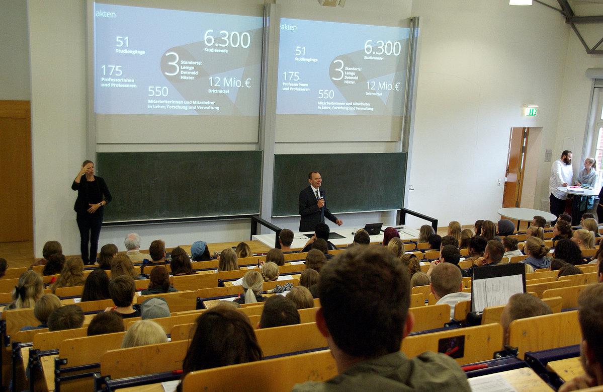 Detmolder Schule begrüßt 21 Erstsemester Detmolder Schule für ...